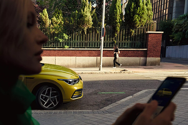 Volkswagen-Golf-parousiasi-we-connect-600x400