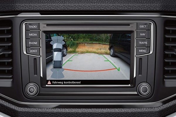 Volkswagen-Amarok-600x400-kamera-opisthoporias-min