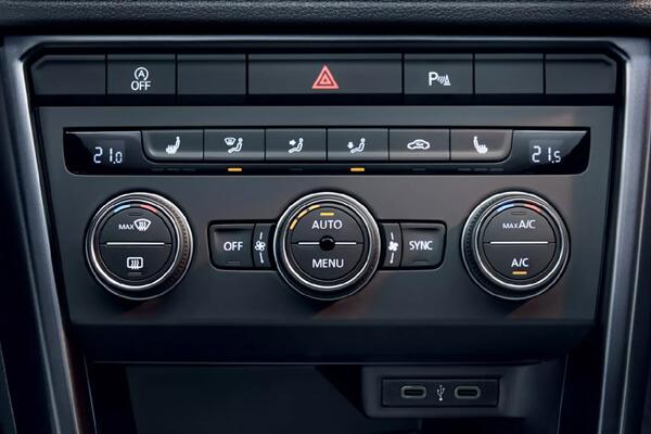 Volkswagen-T-Roc-automatos-klimatismos-2-zwnwn-air-care-climatronic-600x400