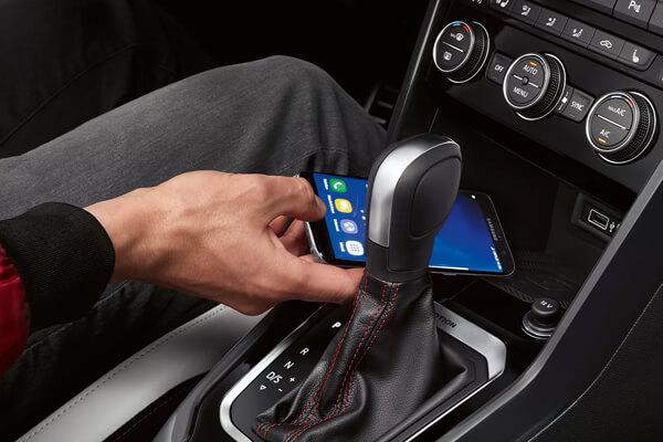 Volkswagen-T-Roc-phone-interface-600x400