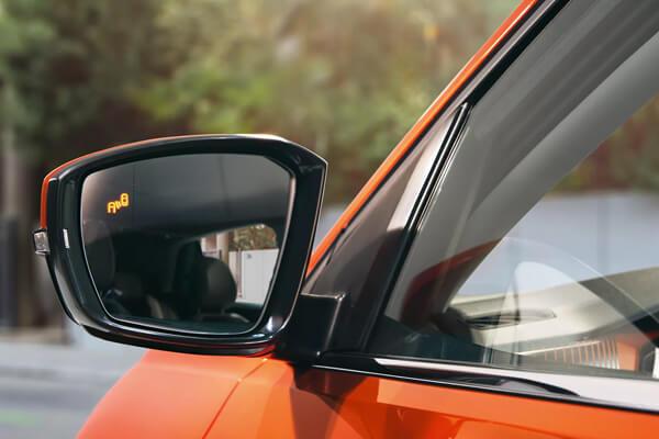 Volkswagen-T-Cross-endeiksi-led-tuflou-shmeiou-600x400