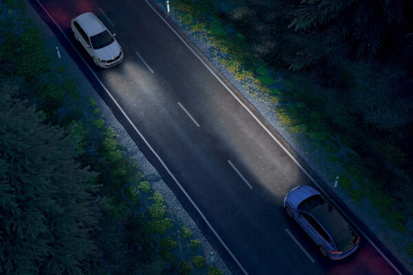 Skoda-Scala-auto-light-assist-600x400