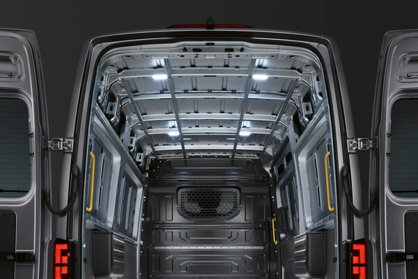 Volkswagen-Crafter-fwtismos-LED-xwrou-fortwsis-600x400