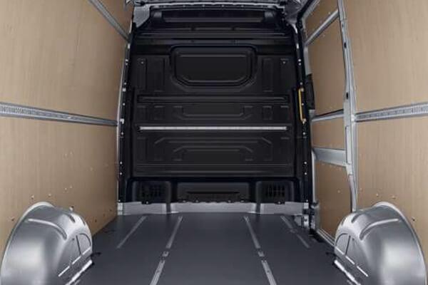Volkswagen-Crafter-pleuriki-ependusi-kontra-plake-600x400