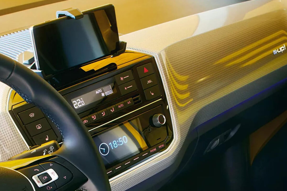 Volkswagen-e-up-gallery-1200x800-14