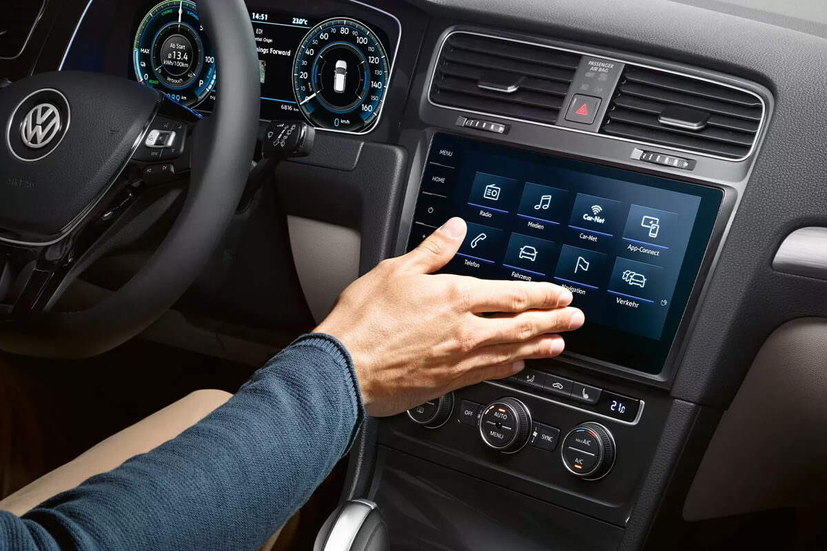 Volkswagen-e-Golf-gallery-1200x800-10-connectivity-infotainment