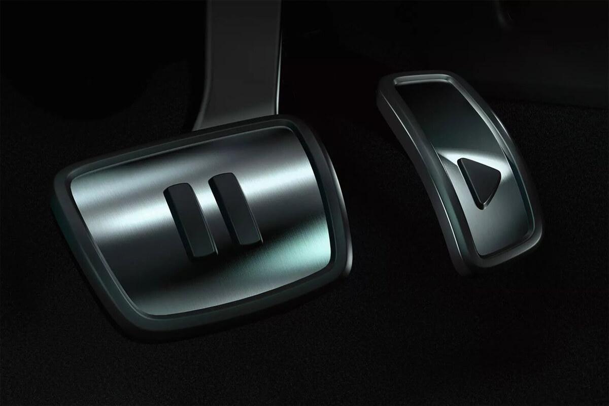 Volkswagen-ID3-1200x800-pedals