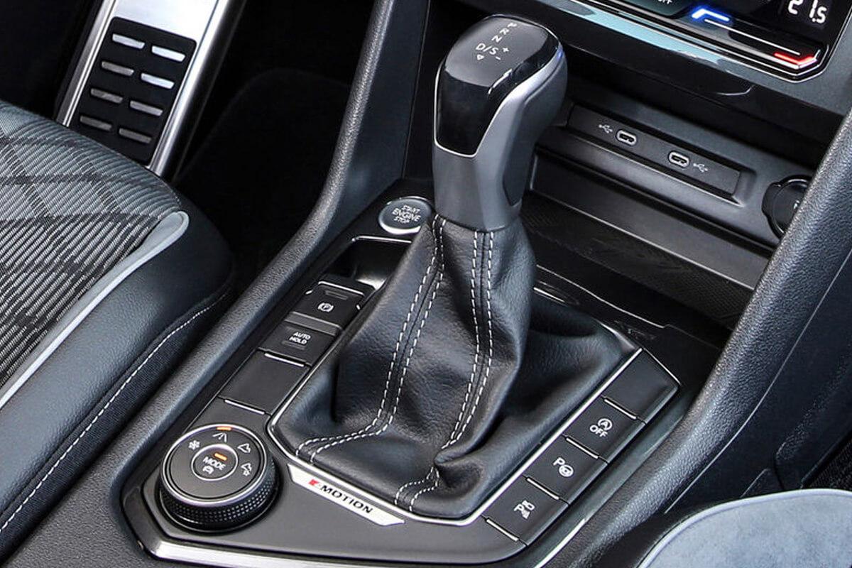 Volkswagen-Tiguan-xeiristiria-allagis-taxutitwn-1200x800