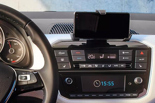 Volkswagen-up-600x400-infotainment-composition-phone