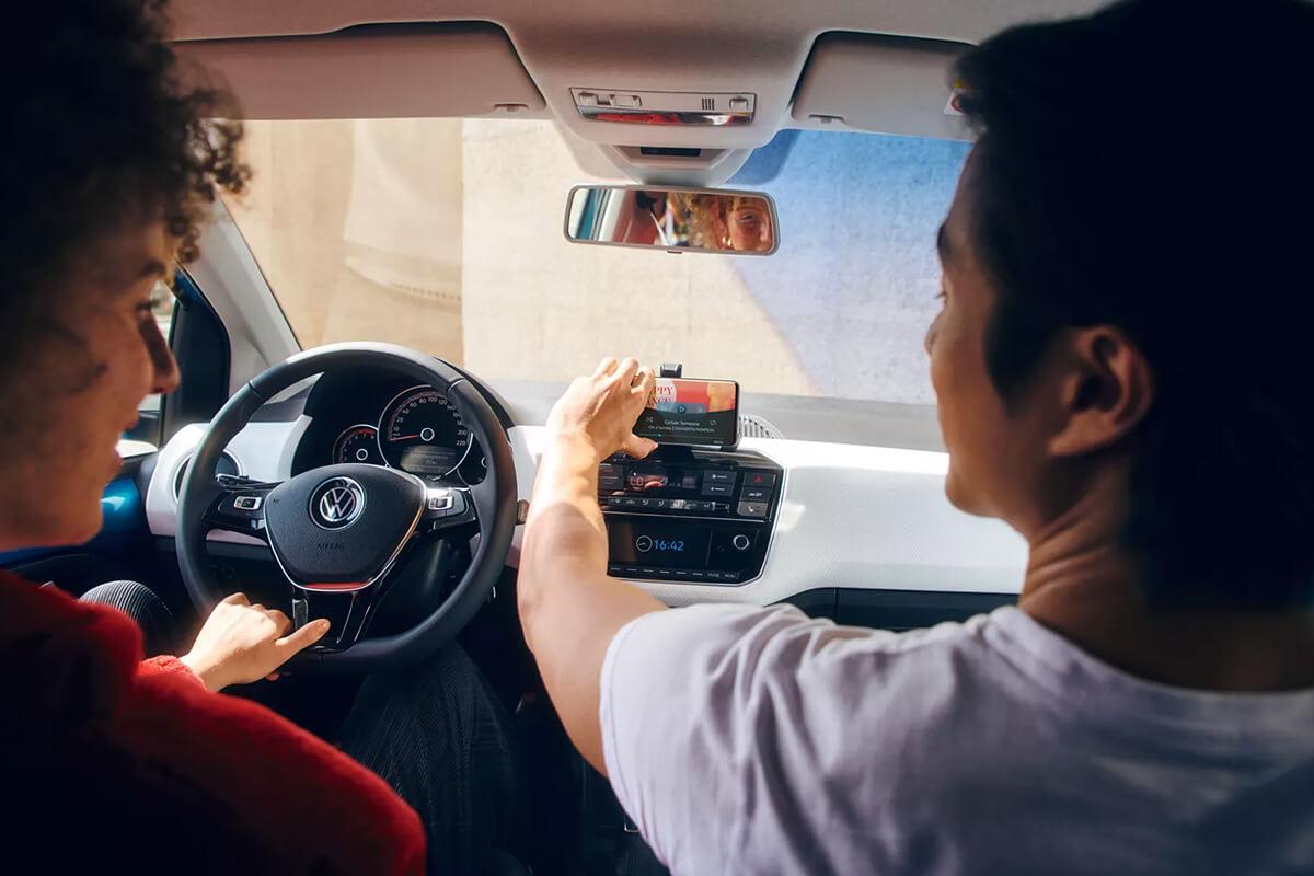Volkswagen-up-1200x800-interior-connectivity