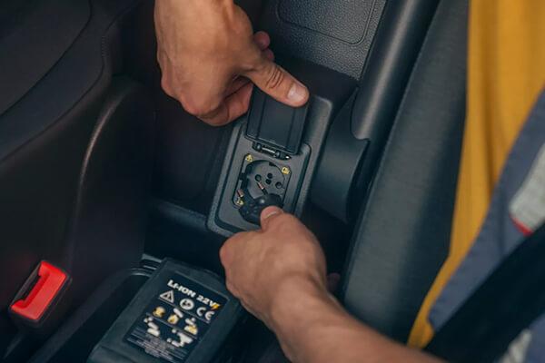 Volkswagen-Caddy-Van-cargo-230V-socket-600x400
