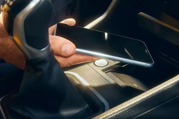 Volkswagen-Caddy-Van-phone-interface-600x400