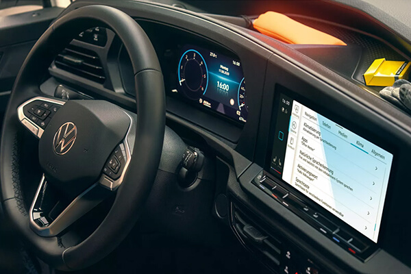 Volkswagen-Caddy-Van-innovision-cockpit-600x400