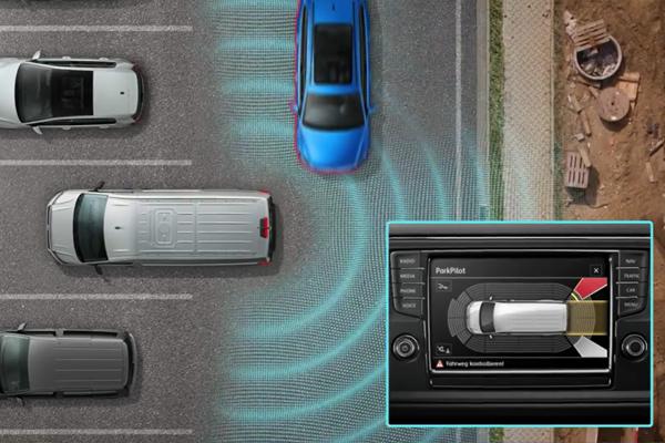 Volkswagen-Transporter-rear-traffic-alert-600x400