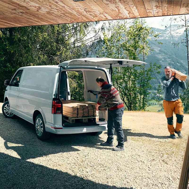 Volkswagen-Transporter-loading-space-xwros-fortwsis-800x800