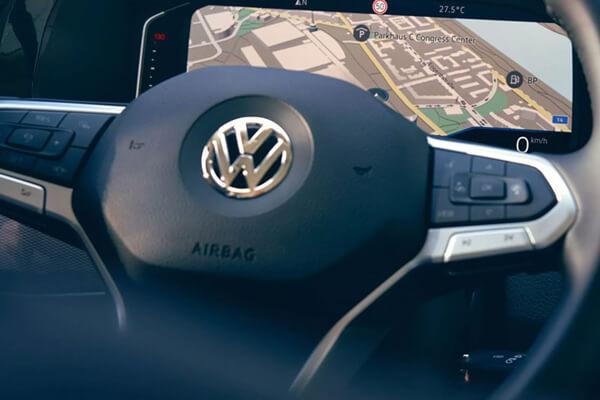 Volkswagen-Transporter-syndesimotita-digital-cockpit-multifunctional-steering-wheel-600x400