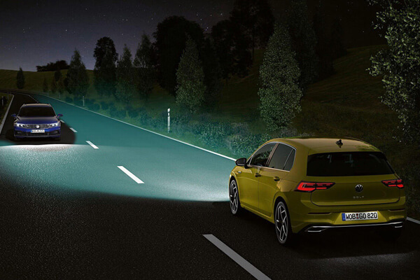 Volkswagen-Golf-parousiasi-iQ-light-600x400